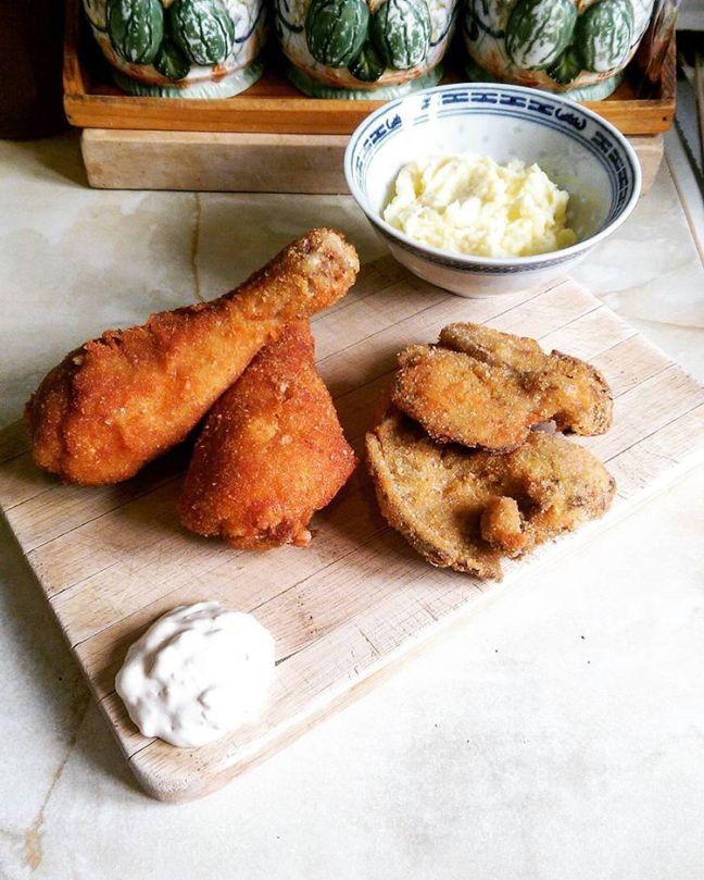 Fried chicken, mushrooms & mashed potatoes