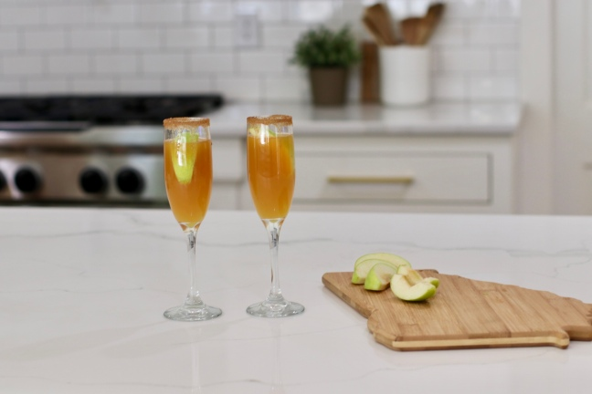 how-to-make-the-perfect-fall-drink-apple-cider-caramel-mimosa