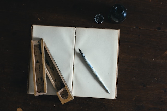 three line tales week 88: dip pen and ink because it's Inktober, innit